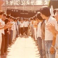 การต้อนรับนักศึกษาใหม่ รุ่นที่ 20 ที่สถานีรถไฟขอนแก่น สักการะศาลเจ้าพ่อหลักเมือง และศาลเจ้าพ่อมอดินแดง