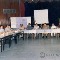 ประชุมคณะกรรมการก่อตั้งวิทยาลัยสุรนารี (มทส.ในปัจจุบัน)