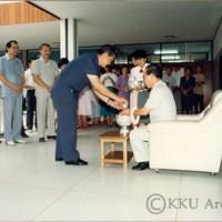 พิธีรดน้ำดำหัว รศ.นพ.สมพร  โพธินาม  อธิการบดี  ในวันสงกรานต์  ณ ตึกอธิการบดี 1(ชั้น2)  มหาวิทยาลัยขอนแก่น