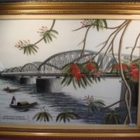 ผ้าปักลายวิถีชีวิตใต้สะพาน