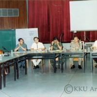 ประชุมคณะกรรมการจัดตั้ง วิทยาลัยสุรนารี(มทส.ในปัจจุบัน)  โดยมีรศ.นพ.สมพร  โพธินาม  อธิการบดี